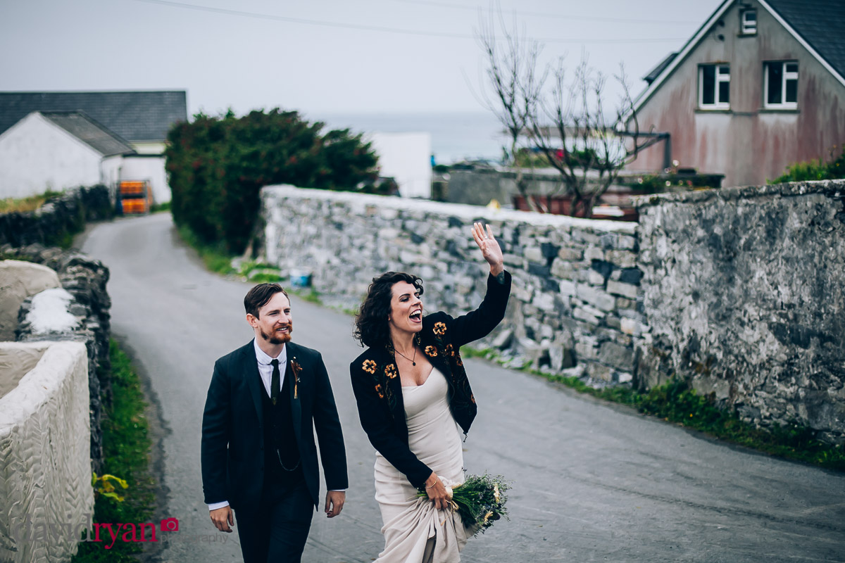 couple walking main street inis oirr
