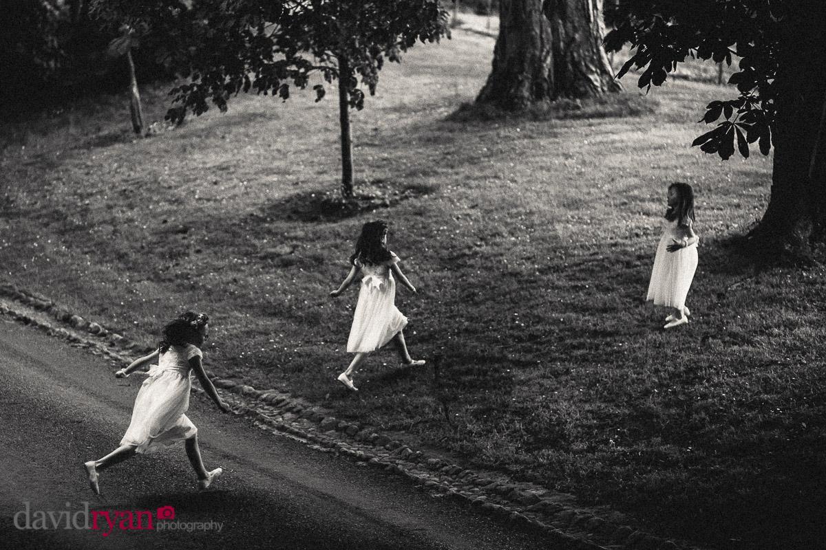 flowergirls running