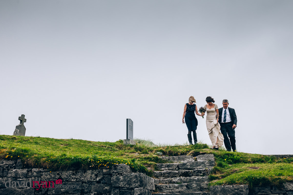 the bride arrives at church inis oirr